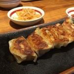 博多 一風堂 - 小ぶりの餃子が5個、パリッとして美味しいです