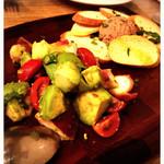 2colori - タコとアボカドのサラダとトリュフ風味の白レバーペースト 各500円