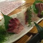 魚旬 - 本日の三種盛り(筋鰹、ハマチ、サワラ)