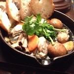 ベガーズハーレム - 厚岸産牡蠣のアヒージョ