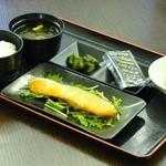 ドウジマカフェ - ふっくら焼き鮭の和モーニング!