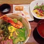魚助食堂 - ランチの丼 980円