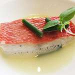 レストラン 花の木 - 私が頼んだメイン料理は魚。       キンキをキンキエキスたっぷりのスープで蒸したもの。       高蛋白低脂肪でとっても上品♪