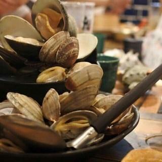 名物「貝のバケツ盛り」!!〆は出汁で雑炊に。