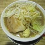 41735427 - 豚そば ドロ二郎 780円なり!見るからに濃厚そうな表情をみせるスープ!