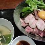 41737055 - ローストビーフ丼 890円