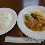 ル プティ ジャルダン - 料理写真:北総ポークソテーとライス
