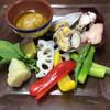 シーフードと旬野菜のサラダ バーニャカウダソース