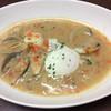 あさりと白身魚、半熟卵のにんにくスープ仕立て