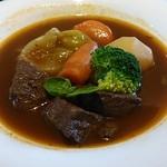 41740233 - 牛肉の赤ワイン煮込み(ビーフ・サラダ・パン付)ドリンクセット1,670円