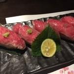 四季の蔵 - 黒毛和牛の炙り握り寿司。