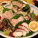 旅館さざれ石 高島 - 料理写真:豪華刺し盛り