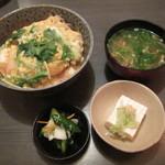 よってけ屋 - 料理写真:かつ丼定食。1080円