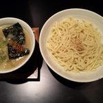 41743776 - 塩つけ麺をいただきました!だし濃度の高い、とろみがあるスープです