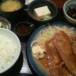 41745375 - 生姜焼きとメンチ