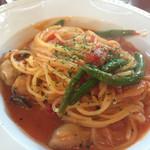 オールド ソーコ - 牡蠣とインゲンの辛口トマトソース