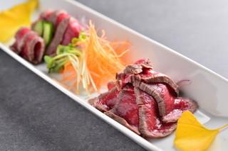 すき焼き・しゃぶしゃぶ処 安芸亭 - 牛肉のたたき