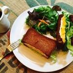 MOANA CAFE - 黒パンサンドイッチ