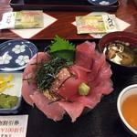 41755132 - マグロ丼三倍盛¥1,750