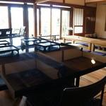 かふぇど結 - テーブル、座卓が機能的に並ぶ店内、この日は、大人数の予約が入ったので、旧居の変更かも知れません