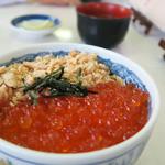 ウトロ漁協婦人部食堂 - 鮭親子丼