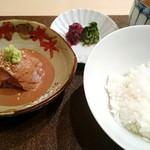 くろす - 最初の鯛刺しとご飯