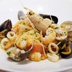 41767504 - 新鮮な魚介類盛りだくさん 海の幸スパゲティ
