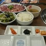 李朝園 - 料理写真:タレ皿とおかす