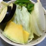 南大門 - 野菜盛り合わせ(270円)