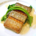 花りん - 魚料理:サーモンポワレ アサリソース