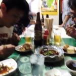 平尾酒店 - テーブル側