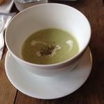 シャビー&チック - ブロッコリーとカシューナッツのスープ