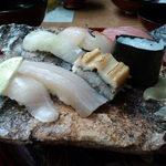 41782591 - ランチセットの                       ◆握り寿司五種と巻き寿司◆