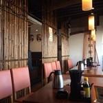 四川菜園 - 明るい窓ぎわの席