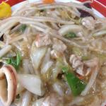 中華料理 ポパイ - うま煮焼きそばは、とろみのついた野菜うま煮がたっぷり。他では味わえない一品。