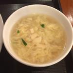 和平飯店 - 五目あんかけご飯 ¥864 に付くスープ