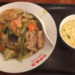 和平飯店 - 五目あんかけご飯 ¥864