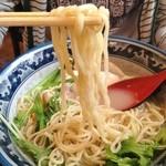 鶏骨スープ 青桐 - にごり塩ラーメン麺リフト
