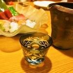 柚多香 - ドリンク写真:お造りには日本酒(杉勇)がおいしい