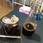 クマ カフェ - コーヒーはボリュームたっぷり