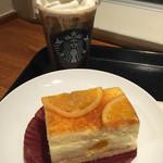 スターバックスコーヒー - 本日のアイスコーヒー(ハウスブレンド)にホイップトッピングと、オレンジシブースト