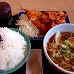 どんきゅう - 料理写真:アジフライ・から揚げセット(650円) (2015.09現在)