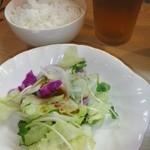 ランチのサラダとライス