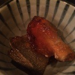 黒かべ - お通し(鮎の煮付け)