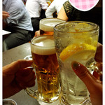 ホルモンまさる  - ビール390円、レモンサワー360円