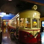 41795870 - 店内に電車があります