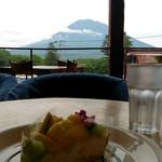 ジョジョズ カフェ&バー - 席からは羊蹄山も見えます〜^^