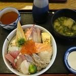 41803564 - 海鮮丼 1300円(税別)