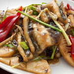 豆汁鱚魚(穴子と茎ニンニクの黒豆炒め)