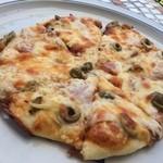 ティールーム 赤いやね - 自家製ピザ ハムシャンピニオン